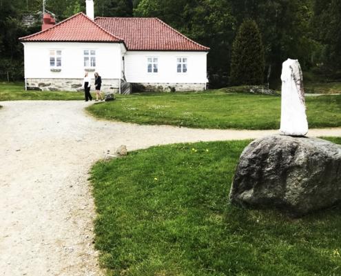 Stallmestergaarden med statue